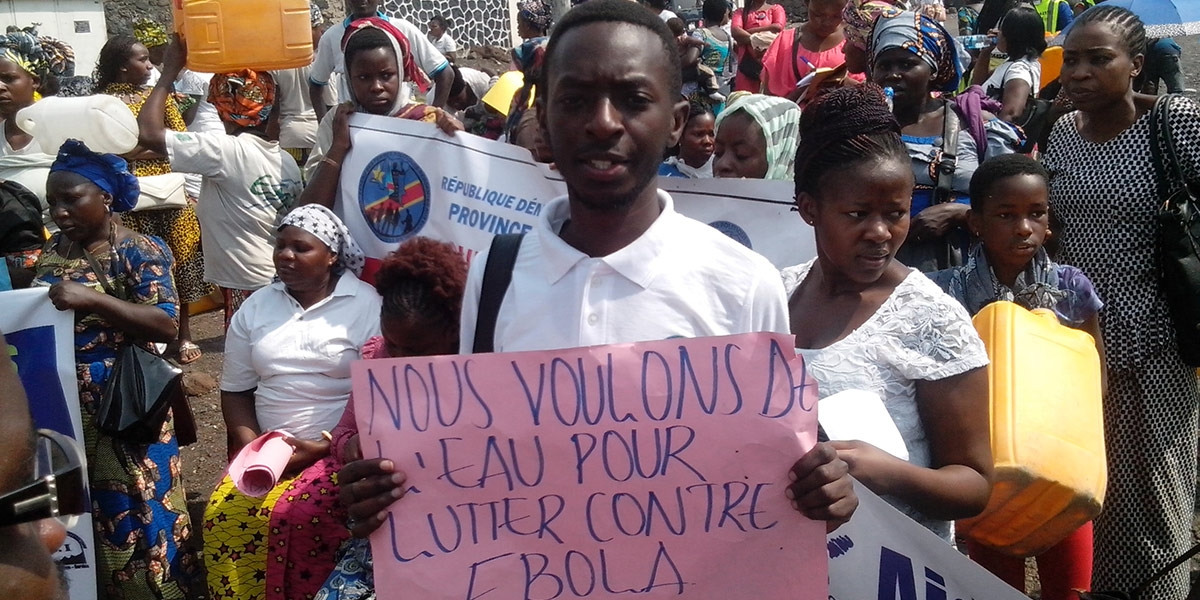 DRC: YOUNG PROFESSIONALS PARTICIPATE IN A PEACEFUL MARCH TO DEMAND WATER IN ORDER TO BETTER FIGHT EBOLA